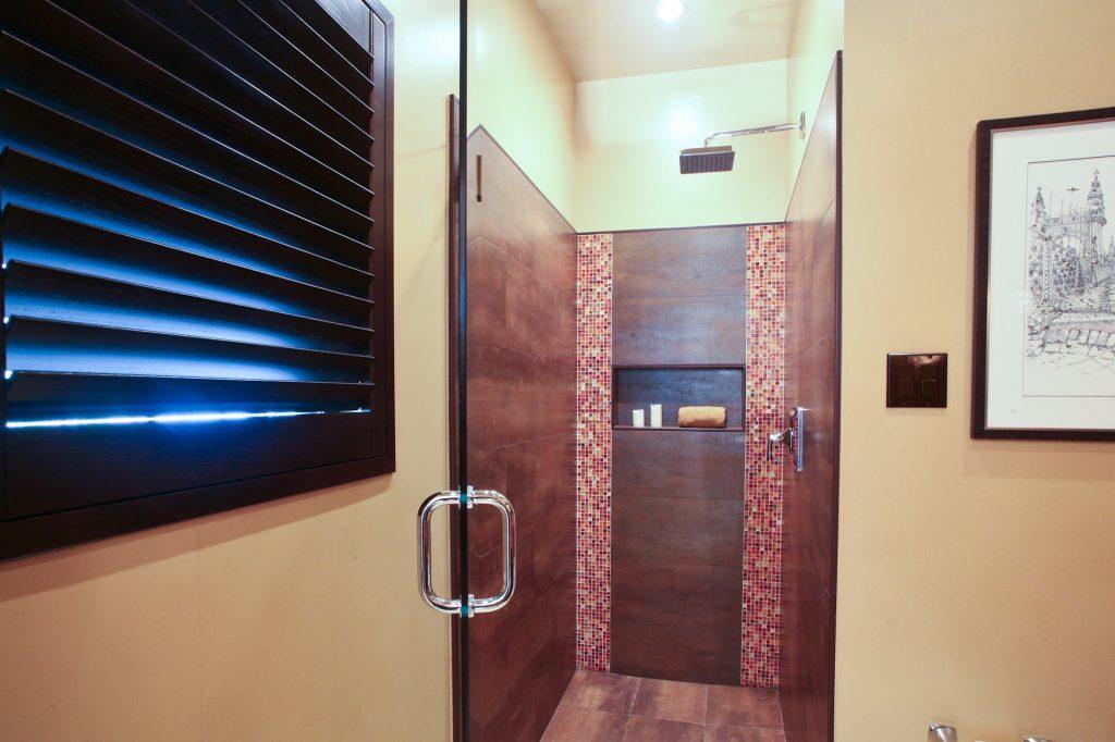 red shower design