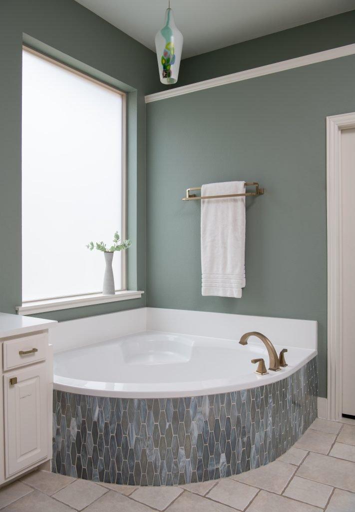 airy master bathroom